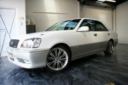 1999 Toyota Crown White Automatic Sedan