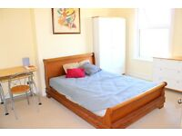 Very Large Double Room In A Lovely 5 Bedroom House In Catford, Shops, Transport & Amenities Close By