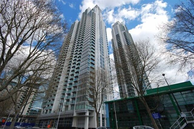 2 bedroom flat in Pan Peninsula East, Pan Peninsula Square, Isle of Dogs