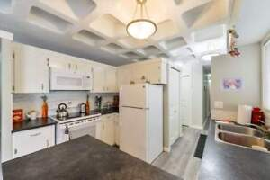 2 Level, 3 Bdrm w/ Dishwasher, Suite Laundry & Covered Parking!