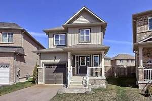 Home For Sale In Stoufeville!! Amazing Detached For Great Price!