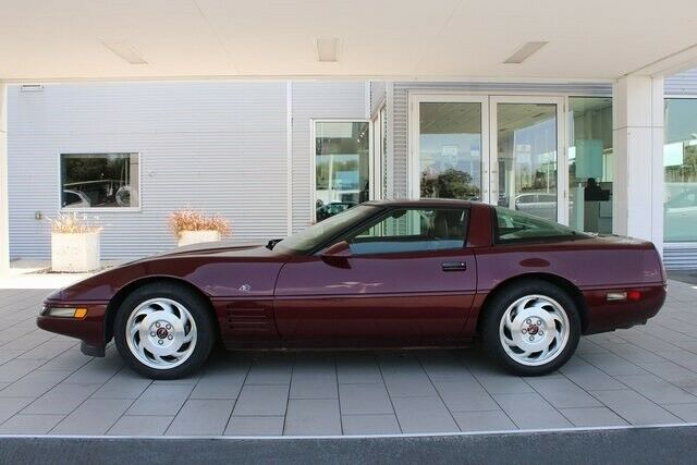 1993 Red Chevrolet Corvette   | C4 Corvette Photo 4