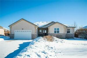 3 Tyler Bay: INCREDIBLE 1420 SqFt Bungalow in Oakbank!