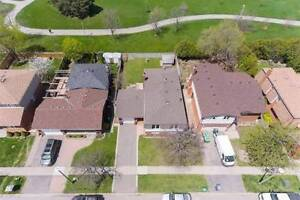 Meticulously Maintained Raised Bungalow Backing Onto Park!
