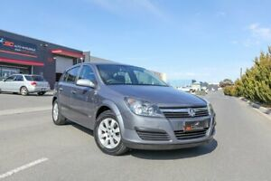 2006 Holden Astra AH MY06 CD Grey 5 Speed Manual Hatchback Lonsdale Morphett Vale Area Preview