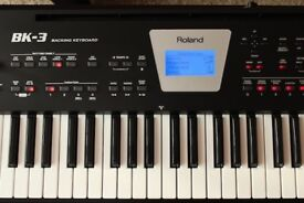 Roland bk 3 + soft case ,sutain pedal,stand