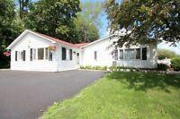10 Lakeside Lane, Newboro