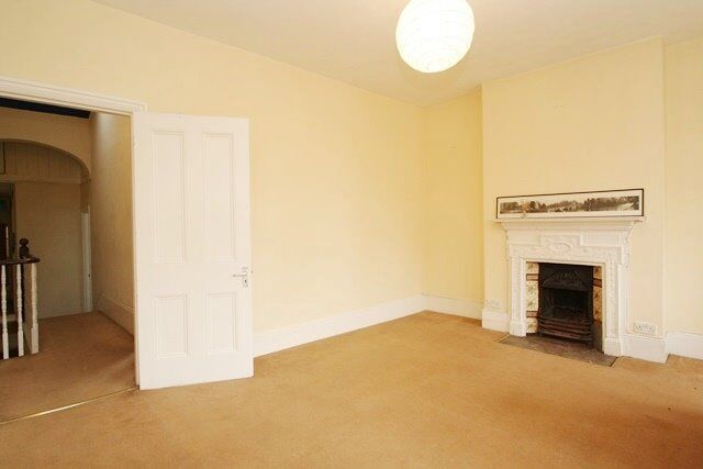 2 BEDROOM FLAT TO RENT IN KENSAL RISE WITH A BALCONY !!!