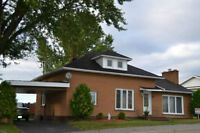 ALL BRICK HOME IN NOELVILLE  (with outdoor hot tub)