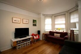BEAUTIFUL 3 BEDROOM FLAT IN QUEENS CLUB GARDENS! COMMUNAL GRDNS+TENNIS COURTS £560PW AVAIL 03/04/17!