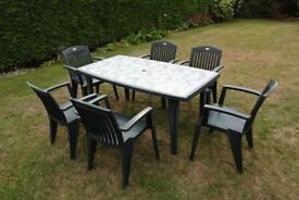Garden Table / Patio Table and 6 chairs