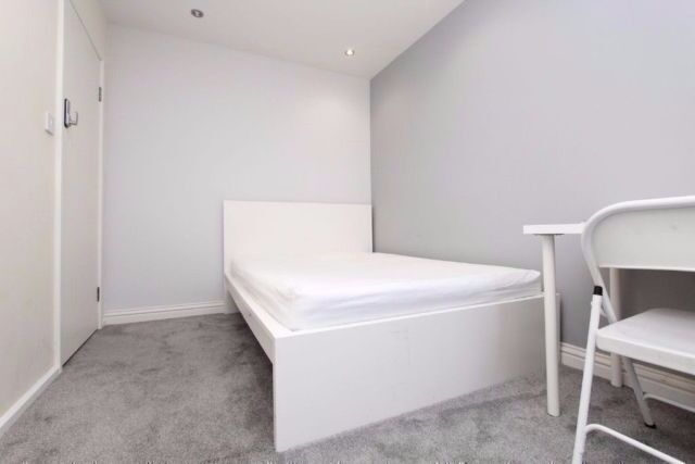 Double room available near Stratford