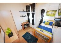 ATTRACTIVE single room with TV LCD in an all females houseshare in busy famous Stratford London