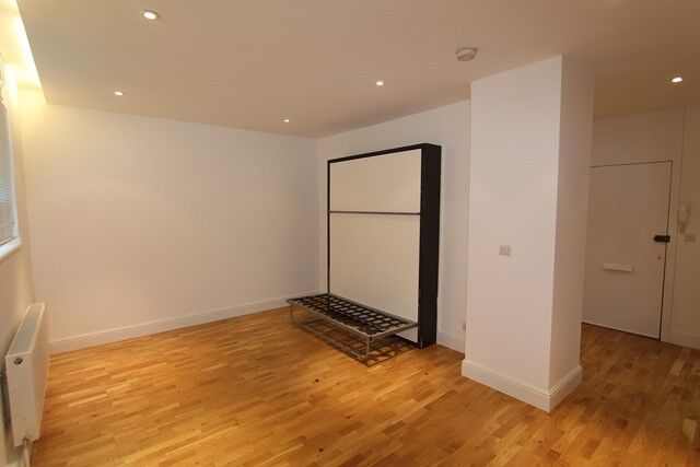 HIGHGATE-Fabulous, Bright, Quiet, Ground Floor Studio Flat with Gas, Elec, WiFi & Gym Included