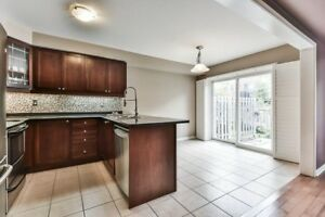 New and Bright Townhouse 3bed 3 bath Rent in Aurora