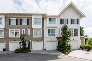 MUST SEE - S. Surrey beautiful open layout 3bdr townhouse