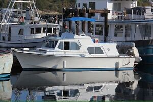 31' Ennos Diesel Pilothouse Cruiser