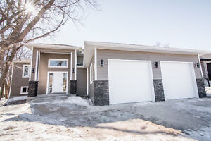 Nearly New Custom 5 Bdrm Bi-Level in Ile des Chenes
