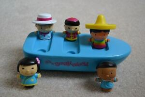 """It's a Small World"" Bath Toy Boat Set from Disneyland"