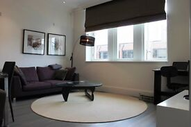 A restored Edwardian building by Berkeley Homes, luxury one bedroom apartment in Aldgate E1-TG