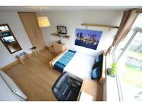 Superior Large Double Room in Hackney inc own Modern TV with LCD MODERN and NEW Wifi in room!