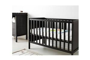 Great condition 3-in-1 Crib &  mattress and Change table