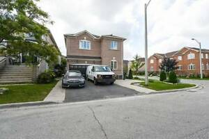Spacious 5 Bedrooms House In Great Border Vaughan Location