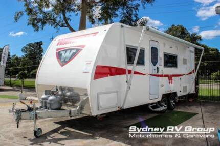 NC005 Winnebago Mossman 680A With Club Dinette/Bed Conversion