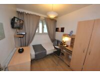 TV LCD All MODERN NEW inside your nice room. mins to Bank or Canary Wharf Zone 2. FREE WiFi