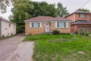 Beautiful 3 Bedroom Home Very Sought After Willowdale West