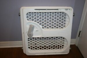 Plastic safe gate. Solid and nice. Good from newborn.