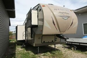 ROCKWOOD SIGNATURE 8289WS FIFTH WHEEL