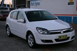 2005 Holden Astra AH CDX White 4 Speed Automatic Hatchback Fyshwick South Canberra Preview