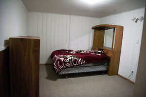 Rooms for Rent - Bus route to University of Alberta