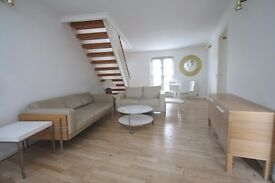 Huge apartment set over a split level with a very large terrace with river views & two bathrooms