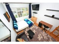 Zone1 Tower Hill. Bright Double in Central London with TV LCD In Clean And Quiet House. WiFi Cleaner