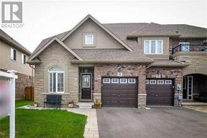Stunning Townhouse in Stoney Creek! Just listed!!!