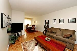 Beautiful 2 bd rm hardwood townhome Nov 1st - $1129 Special