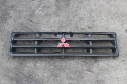 FOR SALE IS A 1999 MITSUBISHI PAJERO 3.5L GRILLE Keysborough Greater Dandenong Preview