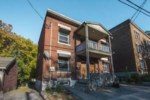 Spacious 4 Bed in The Glebe w/ Balcony!!