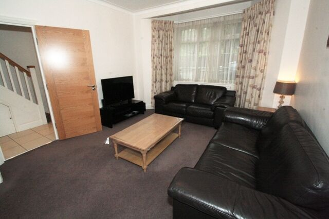STUNNING SPACIOUS FOUR BEDROOM HOUSE TO RENT