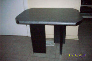 End table / table de bout (Aylmer)