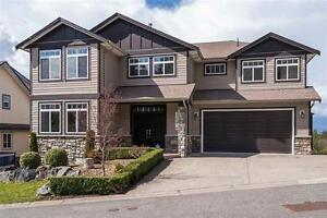 BEAUTIFUL 3 storey HUGE home in Abbotsford! VIEWS!