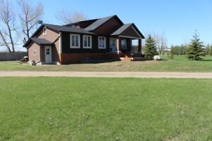 RENOVATED 2500+ Sq Ft Home Minutes from Tofield