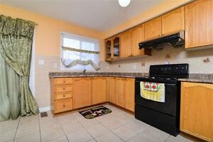 Absolute Gorgeous 3 Bed Room Freehold Row Townhouse