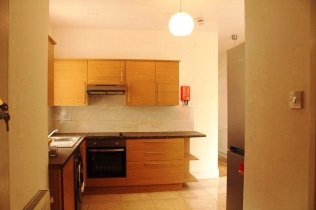 2 bedroom flat available. Easy access to central London. Next to Willesden Green tube NW2. Zone 2.