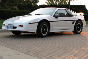 1988 FIERO GT - TENNESSEE CAR WITH ONLY 29360 KMS.