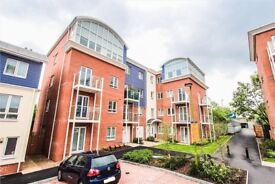 Two Bedroomed Two Bathroom Modern Flat in Watford HERTFORDSHIRE