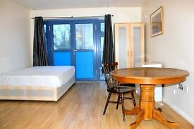 *LIMITED TIME OFFER, NO SECURITY DEPOSIT* Double room within a lovely house share All bills included