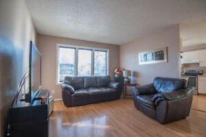 ALL OFFERS REVIEWED!! Beautiful 4-level-split house in ERINDALE!